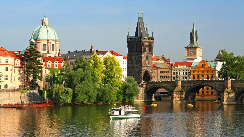 Как экономно слетать в Прагу