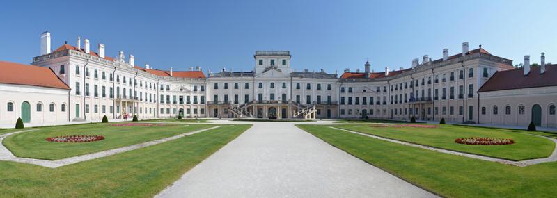 Самые популярные замки Венгри