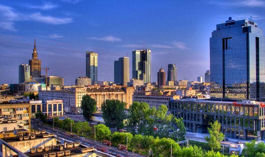 Варша́ва — столица и крупнейший по населению и по территории город в Польше.