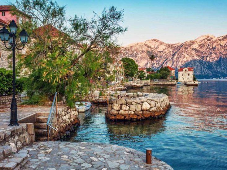 Которский залив-крупнейшая бухта на Адриатическом море, окружённая территорией Черногории