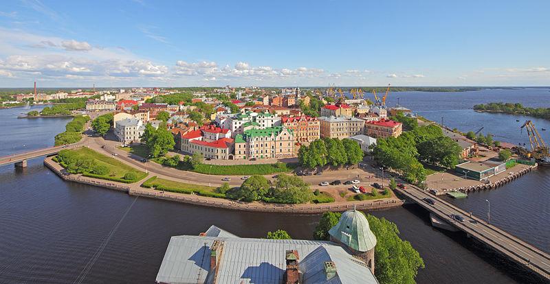 Вид на центральную часть города Выборг с башни Св. Олафа Выборгского замка