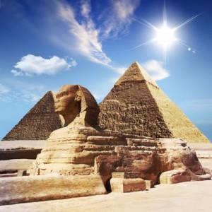 Большой Сфинкс и Пирамида Хефрена в Гизе (Египет)