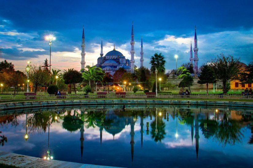 Музей Айя-Софья - символ «золотого века» Византии, находится в историческом центре Стамбула