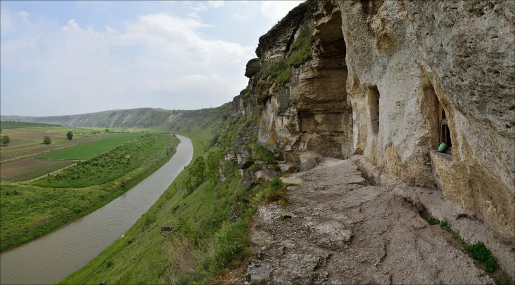 Пещерный скит Пештере в Старом Орхее