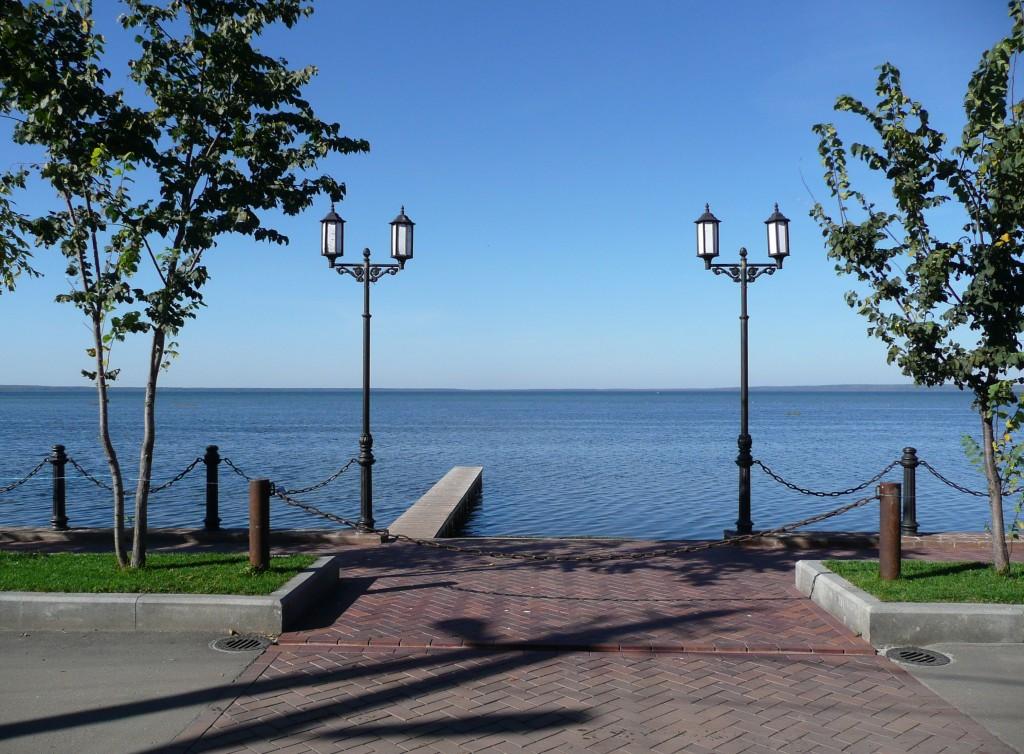 вид на Плещеево озеро с набережной Переславля-Залесского