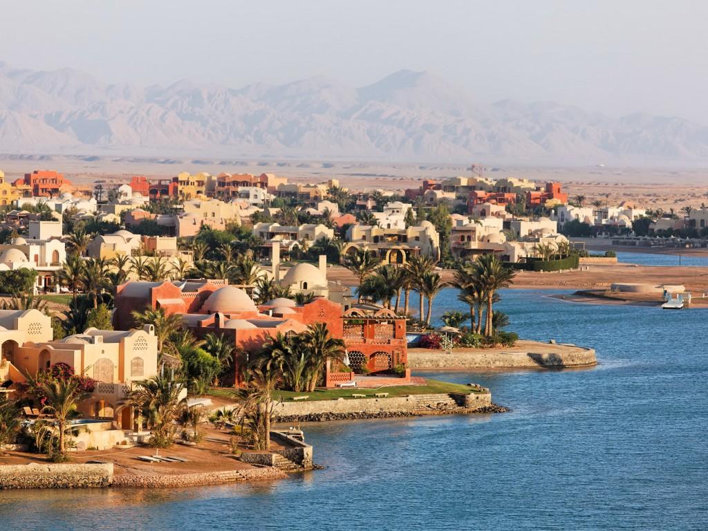 Эль-Гу́на — туристический курорт в Египте на побережье Красного моря (Африка)