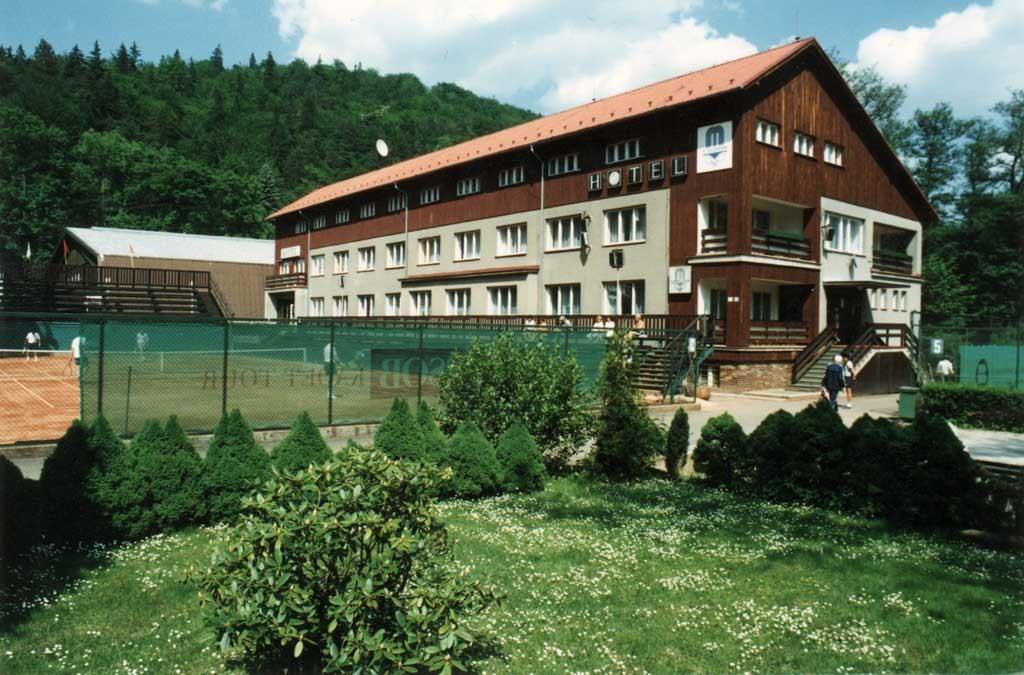 Отель Gejzír расположен в историческом центре города Карловы Вары.