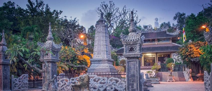 Достопримечательности Нячанга — Пагода Лонгшон