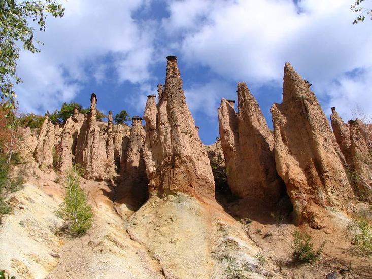 «Город Дьявола» — природная достопримечательность на горе Радан на юге Сербии.