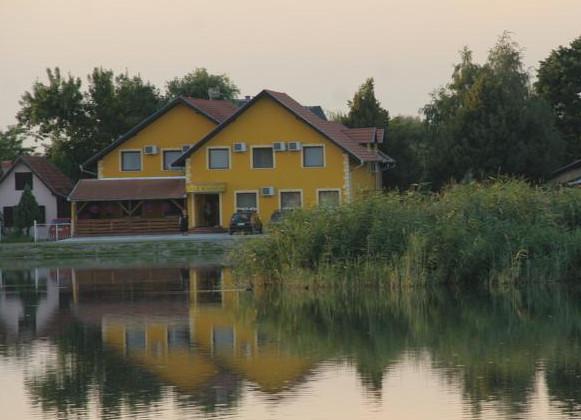 Гостевой дом Vila Alexandar на берегу озера находящийся в городе Палич (Сербия)
