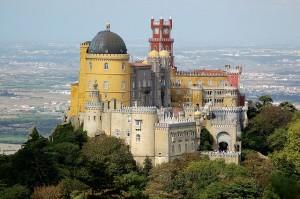 Дворец Пена - находится на высокой скале над городом Синтра в Португалии