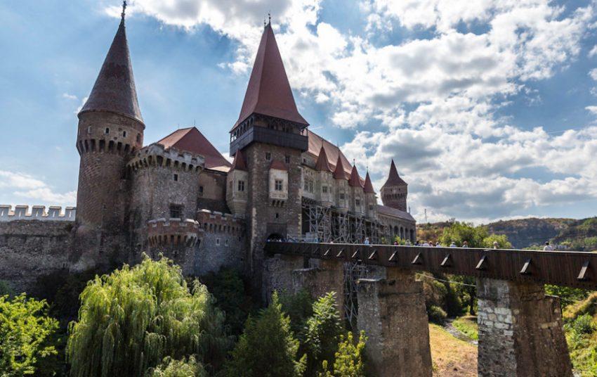 Замок Бран известный как замок графа Дракулы в Румынии