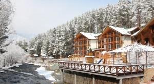 Курортный эко-отель «Марьин остров» расположен в курортном горном районе Чемал