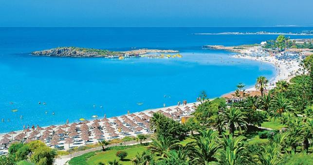 Нисси бич - один из лучших пляжей Айя-Напы. Белый песок, тихая гавань и кристально прозрачная вода. Берег с барами на любой вкус