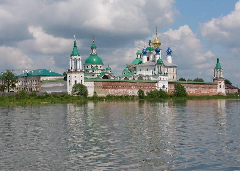 Спасо-Яковлевский монастырь — православный мужской монастырь. Расположен на берегу озера Неро в юго-западной части Ростова.