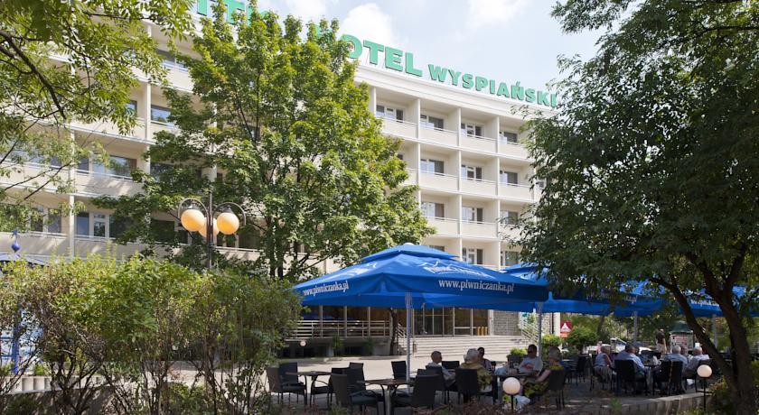 Отель Wyspiański расположен всего в 5 минутах ходьбы от живописной главной Рыночной площади Кракова