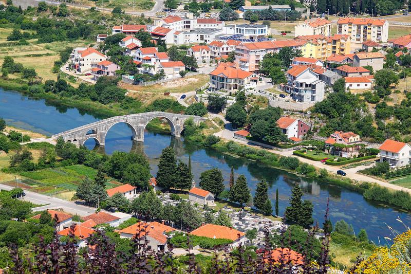 Город Требине находится на реке Требишнице в юго-восточной Герцеговине