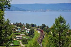 Утулик находится в Восточной Сибири, на юге Иркутской области, на южном берегу озера Байкал