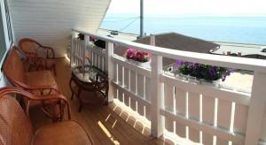 Гостевой дом «Малина» расположен на побережье озера Байкал в поселке Листвянка