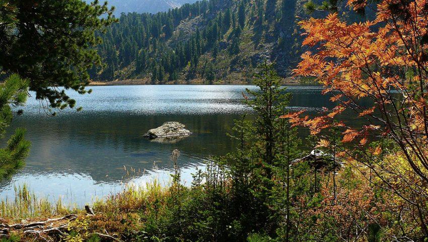 Телецкое озеро расположено на северо-востоке Горного Алтая