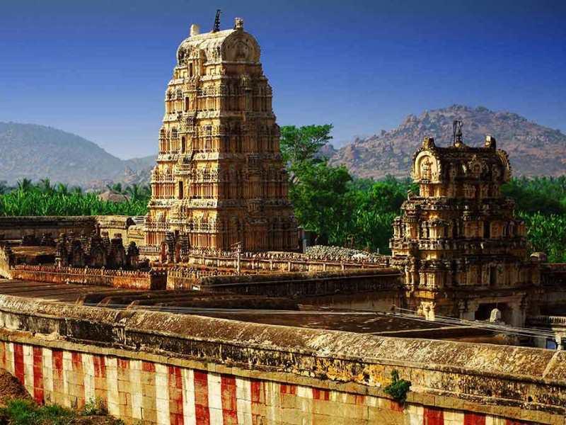 Храм Вирупакша в Индии