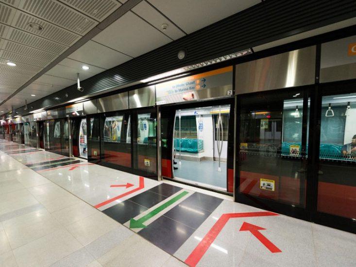 Поездка в метро в Сингапуре