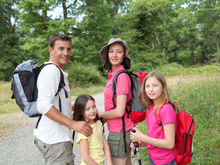 Отдых с детьми в лесу