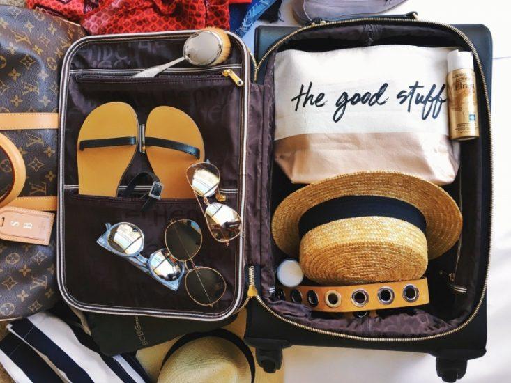 чемодан для путешествия летом