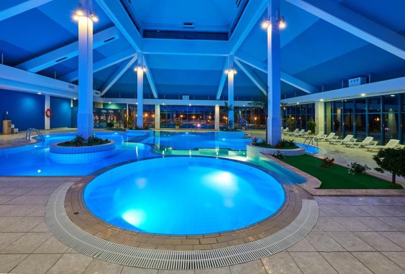 Отдых в комплексе с теплым бассейном в Завидово