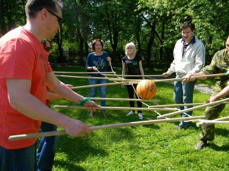 Активные игры с мячом в походе